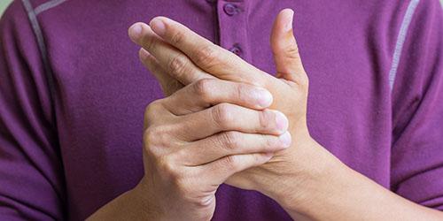 приснилось порезать палец на руке