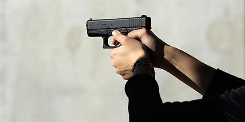 к чему снится стрелять в человека из пистолета