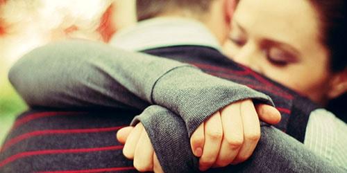 обниматься