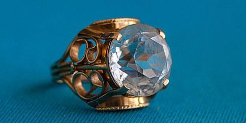 видеть во сне золотой перстень с камнем