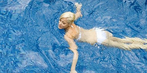 плыть по воде во сне