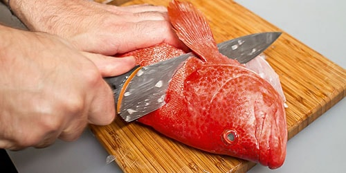 отрезать голову рыбе
