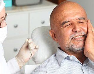 Выпадают гнилые зубы