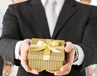 Дарить подарки