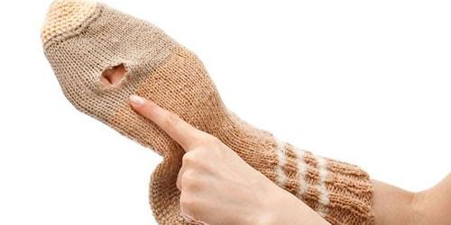 дырявый шерстяной носок