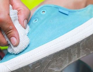 Мыть обувь