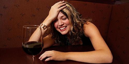 пьяная девушка