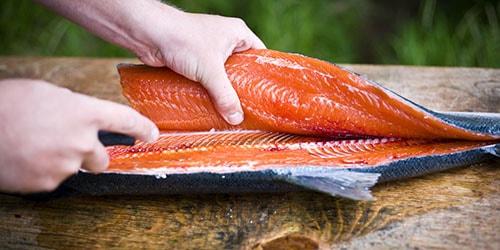 свежая красная рыба