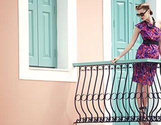 Стоять на балконе