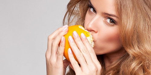 кушать апельсин