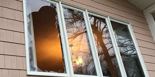 разбитое окно