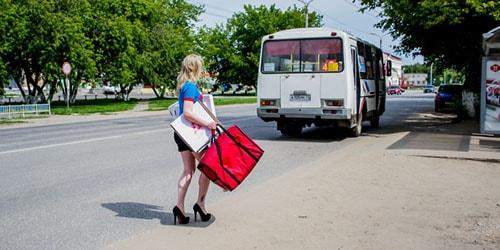 Если девушка увидела сон, в котором она едет в автобусе, это предрекает ей встречу с неприятными людьми.