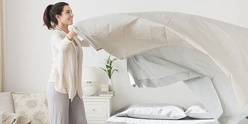 застилать постель