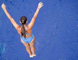 Прыгать в воду