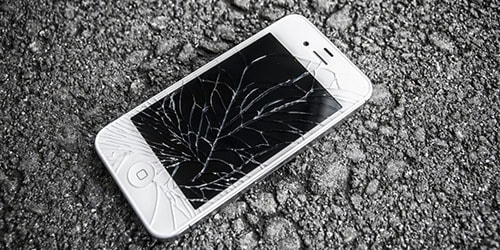 разбитый мобильный