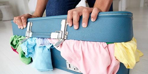 чемодан с вещами
