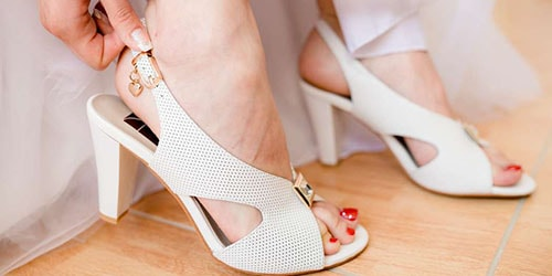 босоножки на ногах