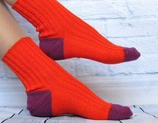 Одевать носки