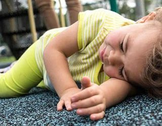 Ребенок упал с высоты