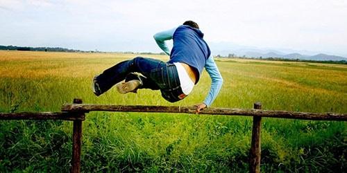 прыжок через преграду