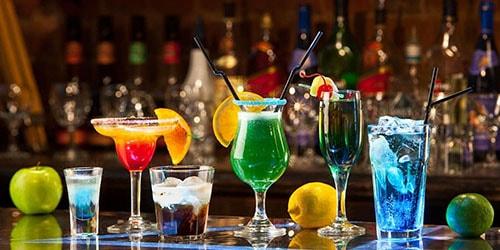 коктейли в кафе