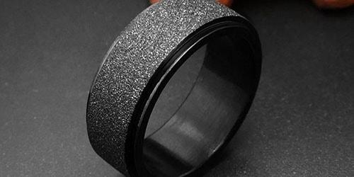 колечко черного цвета