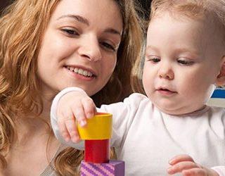 Играть с ребенком