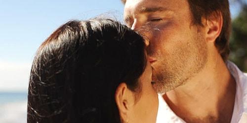 поцелуй в лоб