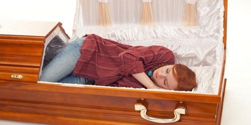спать в гробу