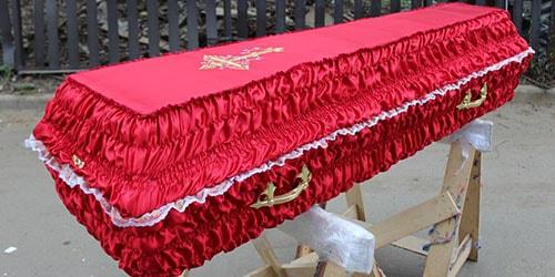 красный гроб