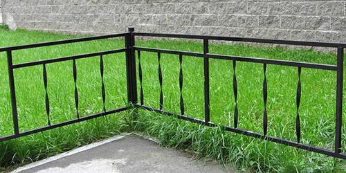 железная ограда