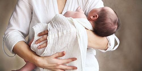 младенец на руках