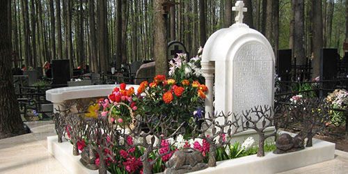 памятник на кладбище
