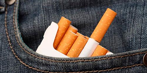 пачка сигарет в кармане