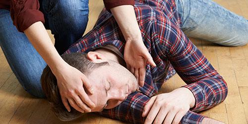 мужчина без сознания