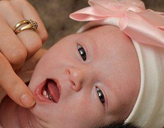 Младенец с зубами