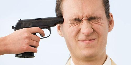 пистолет у виска