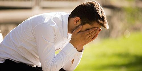 плачущий парень