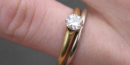 два кольца на пальце