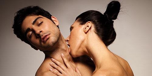 поцелуй в шею