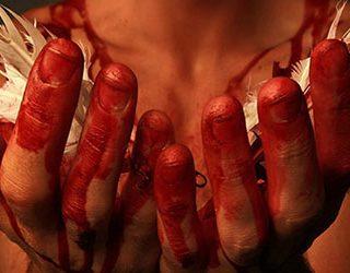 Кровь на другом человеке
