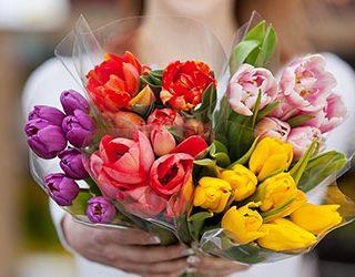 Много букетов цветов