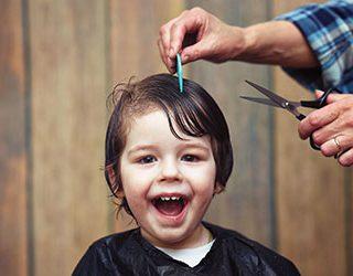 Стричь волосы ребенку