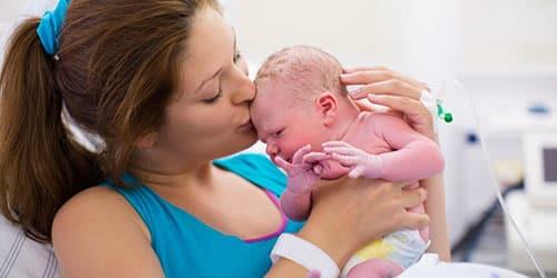 К чему снится родить ребенка?
