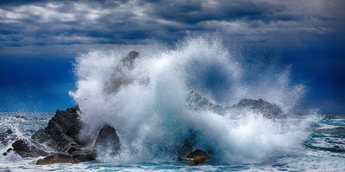 Бушующие море