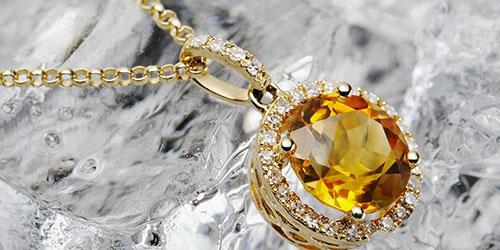 золотой кулон