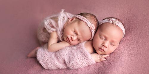 Приснились новорожденные девочки близнецы