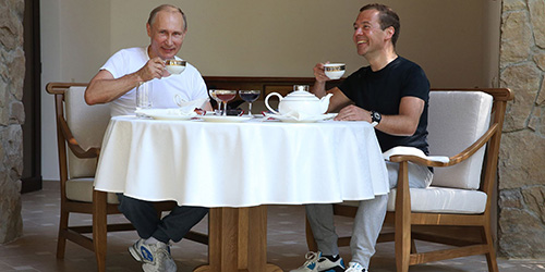 Президент Путин и Медведев обедают